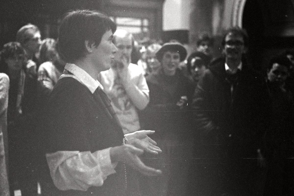 Image: MP Fran Wilde addressing a crowd